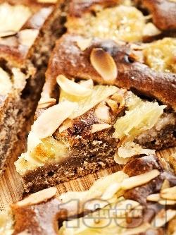 Фъдж сладкиш (кейк, кекс) с какао, банан, ананас и бадеми за десерт - снимка на рецептата